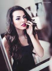 Kamii (niefotogeniczna) Tags: red portrait woman girl beautiful face hat fashion hair glamour dress guitar lips teen brunette portret gitara kapelusz dziewczyna kobieta sukienka wosy brunetka