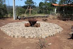 Um lugar para acender uma fogueira no meio de uma roda de jovens religiosos 105 (vandevoern) Tags: brasil serra piaui encontro orao trindade meditao floriano vandevoern landrisales eremetrio
