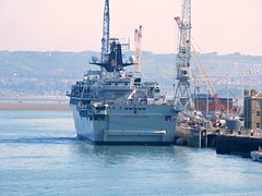 Royal Navy Albion class assault ship HMS Bulwark in Portsmouth Dockyard (chi trevor's other pics) Tags: harbour hampshire portsmouth dockyard hmsbulwark portsmouthnavalbase hmnavybase