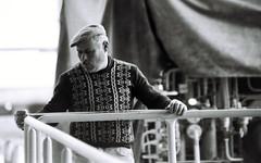 Trabalho | Work | Travail | Lavoro | Trabajo |  (Antnio Jos Rocha) Tags: bw portugal pessoas retrato 1979 homem sines boina trabalho monocromtico medir