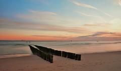 paalhoofd aan zee (Omroep Zeeland) Tags: strand wandelen natuur zeeland zee zon lange walcheren sluitertijd ondergaande paalhoofd