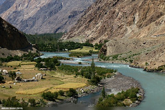 Ghizer/Gilgit River (gilgit2) Tags: trees pakistan mountains water canon river landscape geotagged rocks structures tags location elements vegetation fields greenery tele settlement ghizer gupis gilgitbaltistan imranshah canoneos70d canonefs55250mmf456isii gilgit2