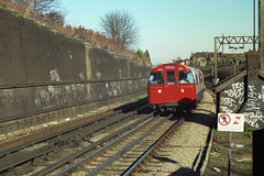 London Underground - Bakerloo Line - 1972 Mk2 stock approaching Kensal Green (metromadme) Tags: londonunderground kensalgreen tubetrain bakerlooline metrocammell 1972mk2stock