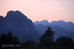 [ Explore - 09.05.2013 ]  Mountains view under sunset from Nam Song river (pinnee.) Tags: mountain mountains laos lao vangvieng mountainsview vangviang namsongriver laopdr centrallaos laospdr  amountainouscountry