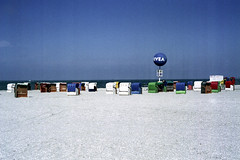 Nordsee (DerKlops) Tags: film strand 50mm nivea nordsee strandkrbe fujifilmsuperia200 dornumersiel zeissikonzm csonnar1550zmt