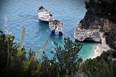 Faraglioni (Celeste Messina) Tags: blue sea italy panorama colour beach nature landscape photo nikon italia mare colore view blu natura pic panoramica azzurro puglia spiaggia paesaggio celeste mattinata baia faraglioni gargano baiadellezagare d5000 baiadeifaraglioni