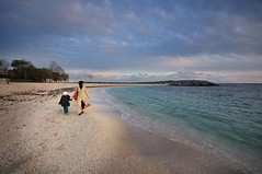 Golden Beach (NATIONAL SUGRAPHIC) Tags: life sea seascape beach kids clouds children landscape seaside daughters istanbul mothers beaches deniz bulutlar sahil yaam yeilky bakrky kzlar anneler ouklar plajlar sugraphic