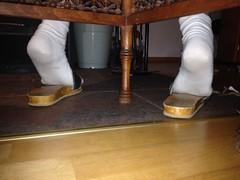 IMG_4892 (Bluemscher) Tags: beautiful socks sox socken woodenshoes sabots klepper zuecos zoccoli b100 exercisesandal holzschuhe holzschuh berkemann holzklepper holzclogs exercisesandals zoggeli klappern holzlatschen originalsandale soeckchen gymnastiksandale holzsandale walkonwood klepperle holzpantoffel onestrapsandal holzklappern holzklepperle