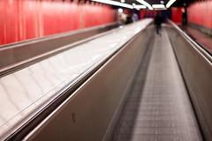 Dpchez-vous ! (Frantz.jrf) Tags: rouge mtro escalator stress mtroparisien