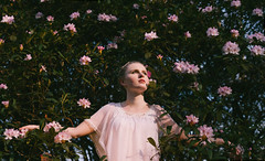 blossom (Louisa H) Tags: flowers portrait woman sun white girl shirt model availablelight romantic cari rombergpark