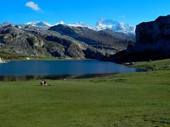 lago3 (villavillaa) Tags: lago pareja covadonga