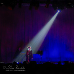 it's on (Ąиđч) Tags: show light music andy concert andrea curtain andrew spotlight solo sing musica singer spettacolo cantante benedetti ąиđч
