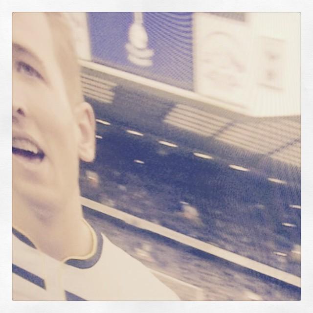 JAAAAA! Vi är så jävla bra! HARRY KANE är en gyllene Gud!!!!!! #coys #nld #vinnaärlivet