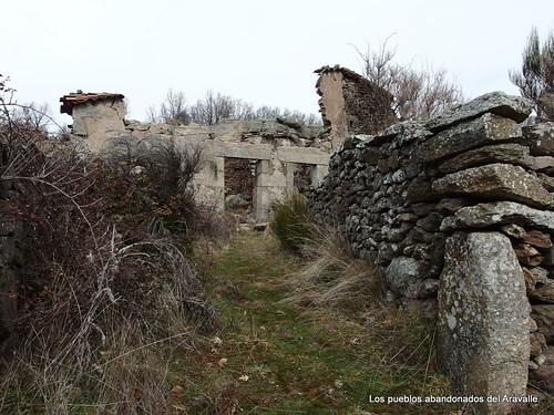 MARCHA-371-los-pueblos-abandonados-valle-de-aravalle-avila-senderismo (13)
