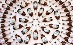 target (omnia_mutantur) Tags: italy milan beer italia expo bottles drink milano cerveza target cerveja birra italie bire cible bottiglie garrafas objetivo botellas alvo birramoretti bersaglio expo2015 expomilano bouteiiles