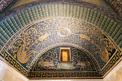 Ravenna: Mausoleum der Galla Placidia, 425-450 (Anita Pravits) Tags: italien italy italia mosaic chapel mausoleum ravenna emiliaromagna mausoleo mosaik kapelle quelle saintlawrence sanvitale earlychristian hirsche gallaplacidia hllaurentius frhchristlich kreuzbau laurentiuskapelle