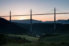 Lever de soleil sur le Viaduc de Millau (gaillardou) Tags: sunset sun nature set canon soleil filter pont paysage tarn 1740 lever matin millau viaduc cokin 70d
