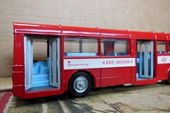 RED ARROW Bus (Dinky Toys) (open doors) (xavnco2) Tags: red bus rouge models merlin british autobus 172 madeinengland diecast jouets redarrow aec anciens dinkytoys singledecker modlesrduits