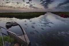 Nubes Reflejadas (magomu) Tags: reflection water clouds boat agua barca delta nubes reflejo ebro deltadelebro