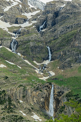 Waterfalls in Mont Perdu (danieldeoux) Tags: naturaleza mountain nature montagne waterfall pic montaa cascade mont ordesa cascada monteperdido rservenaturelle