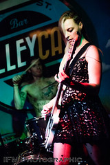 Zara, Alley Cat, London (IFM Photographic) Tags: img8973a canon 600d ef2470mmf28lusm ef 2470mm f28l usm lseries gig venue concert music rock grunge indie alleycat denmarkstreet tinpanalley london londonboroughofcamden camden westend zara band alleycatbar alleycatclub club bar