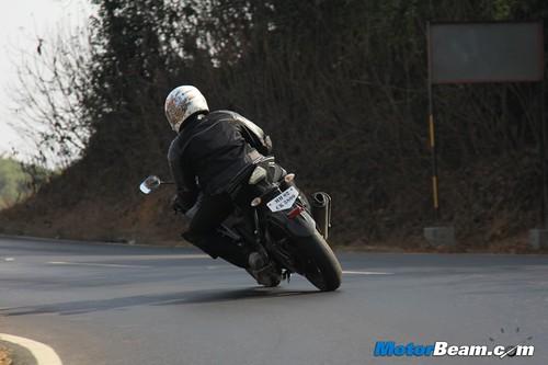 2013-Yamaha-R15-05