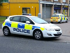 HERTFORDSHIRE POLICE ASTRAs OLD AND NEW (NW54 LONDON) Tags: police vauxhallastra hertfordshirepolice