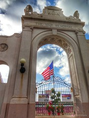 Happy Veterans Day (DSC-QX10) (My PHOTOlulu) Tags: waikiki veteransday waikikinatatoriumwarmemorial flickrandroidapp:filter=none dscqx10 qx10