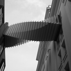 Twisty (MaO de Paris) Tags: bridge bw london