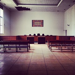 Aula di Tribunale a Beirut, Libano (SALA AVVOCATI) Tags: court photo justice foto palaisdejustice picture judge got law courthouse lawyers beirut libano lex tribunale tribunal legge frascati lawyer aula legal lawcourt saf giustizia jury juicio giuridica oldcourthouse sentenza tribunales gdp giurisprudenza giudizio avviso legalese legale giuria giudice giudici criminalcourt avvocato legalit leggi aforisma avvocati giurista udienza giudicedipace  instagram  legislatore salaavvocati geogiudiziaria vitaforense legalgeek lawintheworld courtintheworld juidice courtdecassation courtinthewolrd