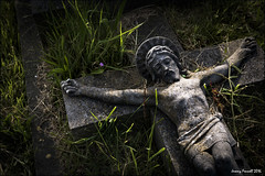 St Andrews Churchyard, Clevedon (zolaczakl ( 2 million views, thanks everyone)) Tags: standrewschurch gravestones graveyard grave churchyard clevedon jesus cross sigma1835mmf18dchsmlens photographybyjeremyfennell nikond7100 may 2016 sculpture grass lightshadow uk england southwest