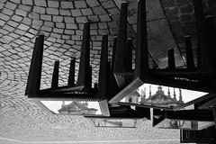Occhi a mandorla - Almond eyes. (sinetempore) Tags: occhiamandorla almondeyes biancoenero blackandwhite riflessi riflesso reflexes reflections tavoli tables piazzasancarlotorino piazzasancarlo torino turin chiesa church