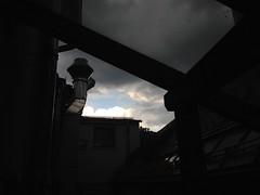 May 19, 2016 17:11:26 (seriouscatlady) Tags: sky sun sunlight storm rain weather clouds dark grey spring afternoon cloudy himmel wolken grau bluesky thunderstorm sonne gewitter blauerhimmel regen dunkel wetter frhling hagel iphone wolkig regenwetter regentropfen unwetter nachmittag sonnenlicht bewlkt dster