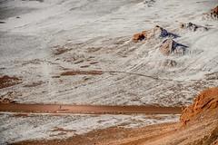 Valle de la Luna III (e a bicicleta) (Luiz Filipe M. Correia) Tags: chile southamerica bicicleta paisagem atacama valledelaluna andes salar deserto viagemdemoto
