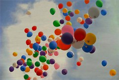 ....feels like summer (me*voilà) Tags: summer sky clouds balloons onblue