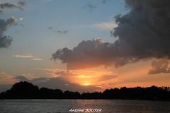 Coucher de soleil du 6 juin 2014  Saint-Pre-en-Retz, France (antoinebouyer) Tags: sky cloud soleil lac ciel nuage temps soir mto