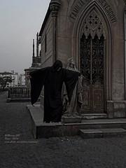 El monje levitador -  17.53.16 (Marcos GP) Tags: peru lima cementerio espectro fantasma resucitado marcosgp