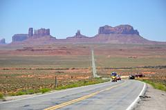 Monument Valley (Guerric) Tags: road arizona usa monumentvalley navajotribalpark