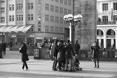 Hamburg  Mitte. Rathausmarkt (fipixx) Tags: road street people urban living leute outdoor strasse hamburg streetscene menschen environment leisure everyday humans strassenszene alltag gesellschaft strassen strassenleben urbanarte lebenswelt