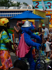 super grover rides a bike (pompomflipflop) Tags: sesameplace parade characters super grover sesamestreet
