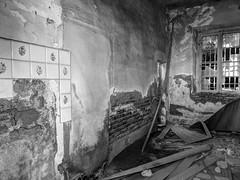 Verlaten woonkamer   --HDR-- (Frank Berbers) Tags: toscane toscane2016 volterra hdr highdynamicrange imageriegrandegammedynamique verlatenruimte abandonedroom verlassenenraum chambreabandonne nikoncoolpixp610