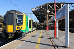 350239 London Midland Trains (vflyer1) Tags: london station trains class crewe 350 midland 350239