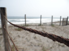 Corroido (LeoJimnez) Tags: beach rusty playa cable corroded oxidado corroido ccby