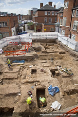 The last moments of the second phase of the Greyfriars dig (University of Leicester) Tags: park archaeology grave car choir tile university king floor leicester iii trench richard council carpark dig ulas greyfriars intern richardiii kingrichardiii archaeologist universityofleicester