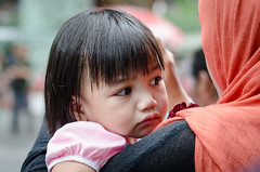 4001.09.13 (Seow Huat) Tags: street portrait people face children nikon singapore candid streetphotography stranger orchard nikkor