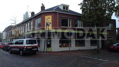 """Dakdekker: Speelgoedwinkel """"Prik met een Rietje"""" uit De Bilt (Utrecht) heeft de opdracht voor het renoveren van deze 25,4 m1 lange luifel aan Primodak gegund. Al het dakwerk en timmerwerk wordt in eigen beheer uitgevoerd"""