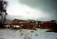 Pittsburgh, Swissvale/Rankin, view of a factory on a very cold evening, 2000 (real00) Tags: winter urban snow cold industry film analog 2000 industrial pittsburgh factory dusk scanned 6x9 industriallandscape urbanlandscape rustbelt rankin 2000s swissvale pittsburghpa colornegative fujigsw69iii