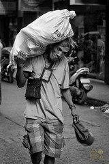 DSC_6585 (TheHouseKeeper) Tags: poverty life street portrait man monochrome blackwhite labor expressions emotions mateo pilipinas urbanlife kalye thehousekeeper kargador georgemateo