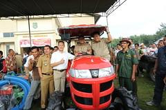 talang sawah Kak Wari dalam Pemberian Mobil Traktor kepada Petani di Banyuasin #Sumsel #Sumateraselatan #palembang #calongubernursumsel #lahat #muaraenim #tanjungenim #oganilir #pagaralam #prabumulih #muratara #okuselatan #okutimur #empatlawang #lahat #bu (talangsawah) Tags: sawah talang instagram ifttt