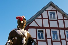 (allanimal) Tags: christmas sculpture holiday statue architecture fineart fachwerk architecturalstyle stockcategories afszoomnikkor2470mmf28ged